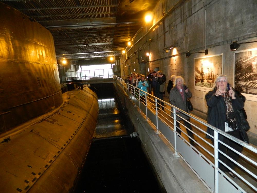 Besuch in Saint Nazaire im (deutschen) Ubootbunker aus dem 2. Weltkrieg mit einem französischen Uboot der Nachkriegszeit