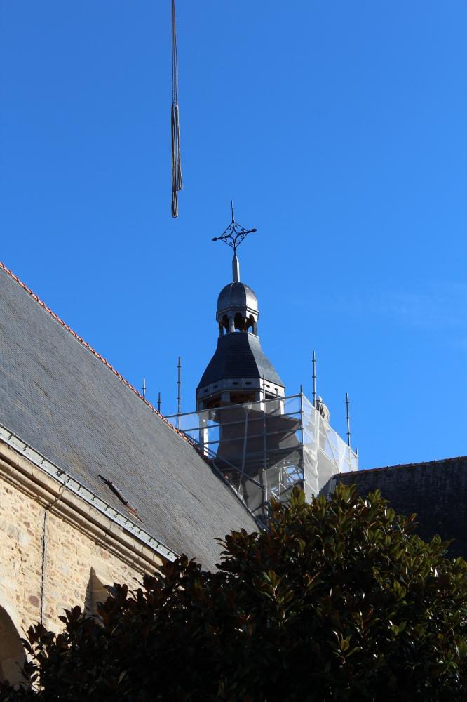 Der neue Glockenurm (Clocheton) auf der Kirche, auf dem später eine Wetterfahne in Form eines Segelbootes aufgesetzt werden soll