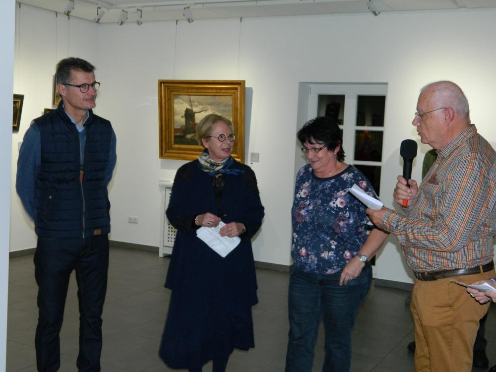 Herr Lembach, die Vertreterin des Sarzeauer Bürgermeisters Frau Liot, Anneliese Kinnen und Herr Tebault